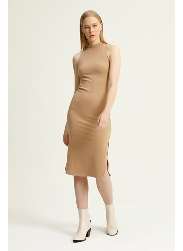 Quzu Halter Yaka Yırtmaç Detaylı Elbise  Bej